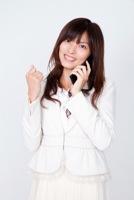 前向きに転職活動をする女性のイメージ写真